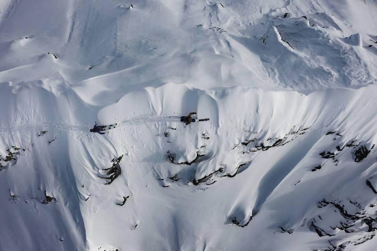 NYE PERSPEKTIV: Vi falt for perspektivet i dette dronebildet fra Davos. Andy Vogel leder an over en egg.
