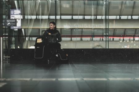 Reiseklar: Jonas Iversby Hvideberg på vei til Amstel Gold Race. Snart er han trolig klar for å reise fra Uno-X også. Foto: Henrik Alpers.