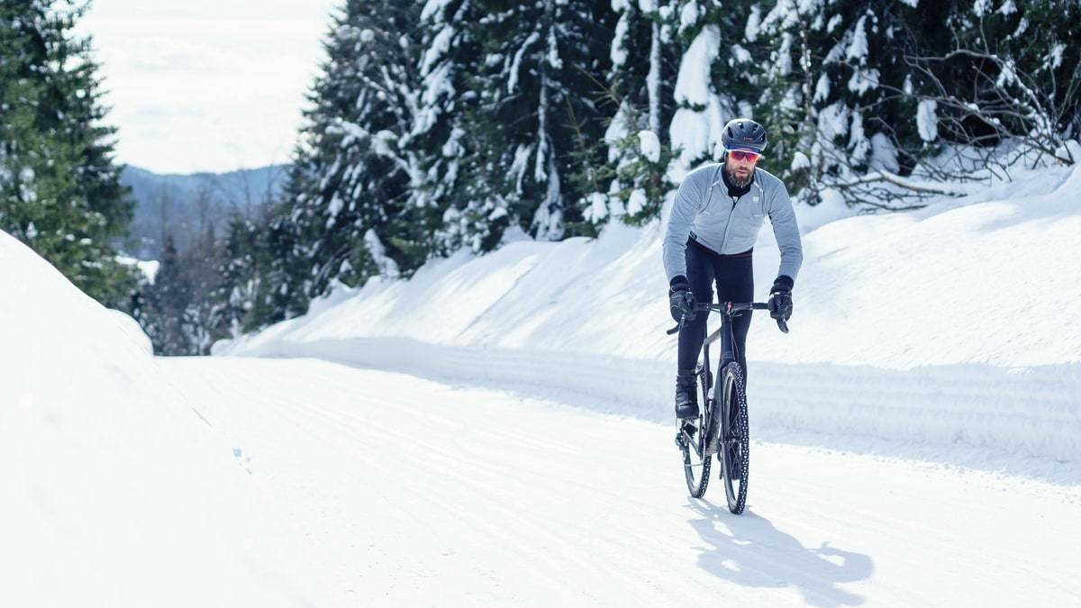 BLÅSWIX: Med piggdekk får du feste på ulikt vinterunderlag. Noen piggdekk er bedre til asfalt og is enn snø og is, ta dette med i betraktningen når du velger dekk.