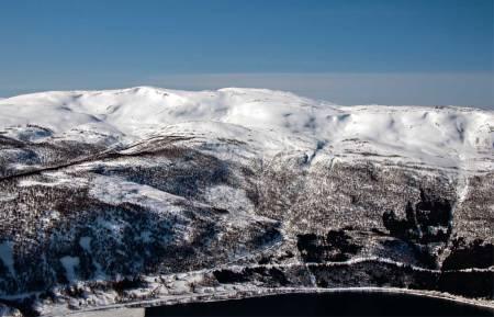 Snefjellet sett fra øst. Foto: Torgeir Kjus. / Trygge toppturer.