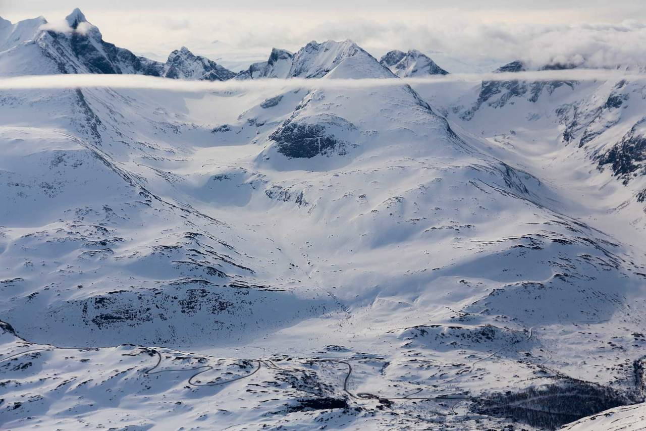 Dyrhaugstind sett fra nord. Store Skagastølstind er den markerte toppen helt til venstre. Foto: Thomas B. Svendsen / Trygge toppturer