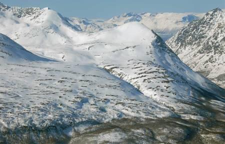 Rørnestinden sett fra nordøst. Foto: Espen Nordahl. / Trygge toppturer.