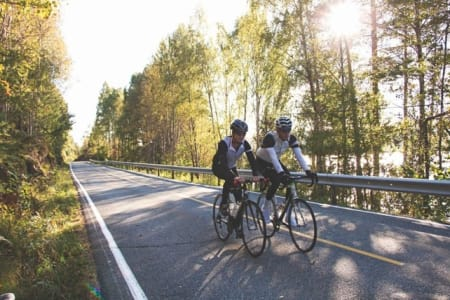 BEDAGELIG: Anders Ellefsen sammen med artikkelforfatteren på vei mot Drammen fra Klokkarstua. Foto: Colin Eick