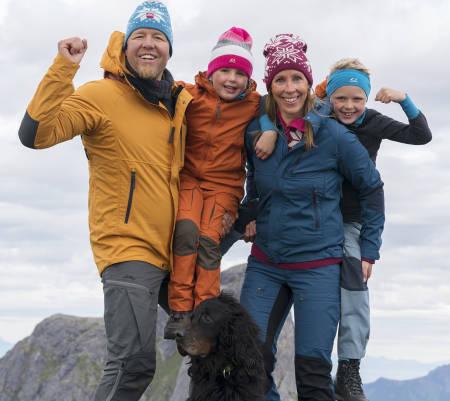 KANDIDAT 5: Villmarksfamilien består av Christer Rognerud Anne Karen Holstad, Ylva (6) og Isak (8).