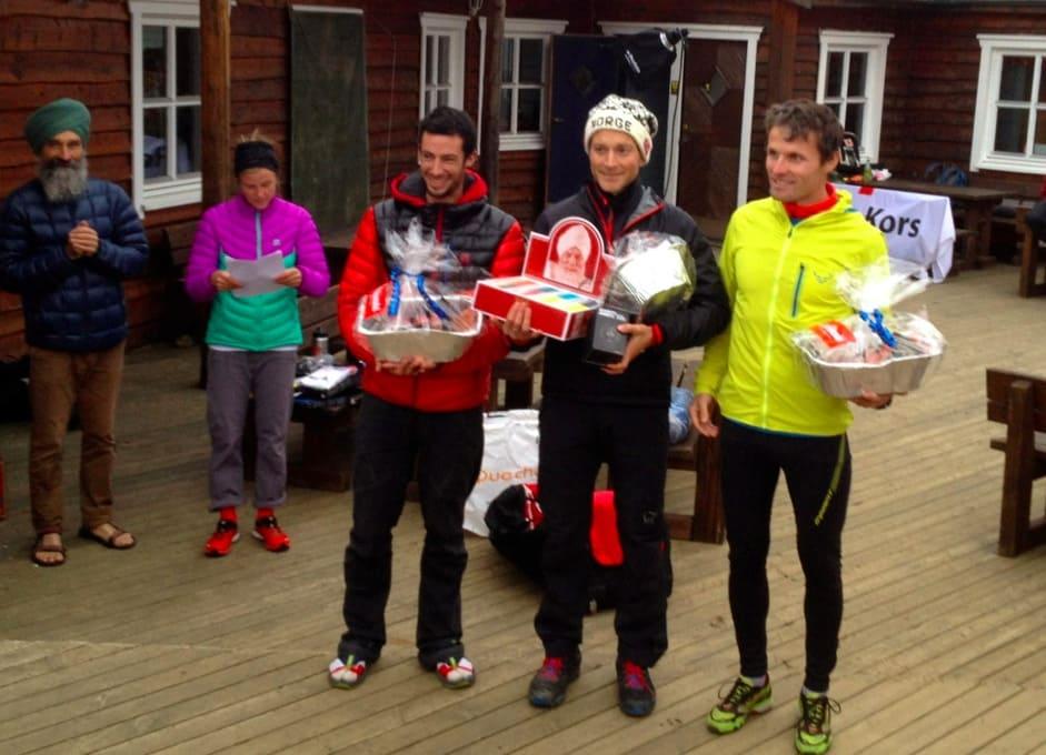 TROMSØ SKYRACE: Fra venstre: KIlian Jornet (3. plass), Eirik Haugsnes (1. plass) og Ola Hovdenak (2. plass). Foto: Tromsø Skyrace.