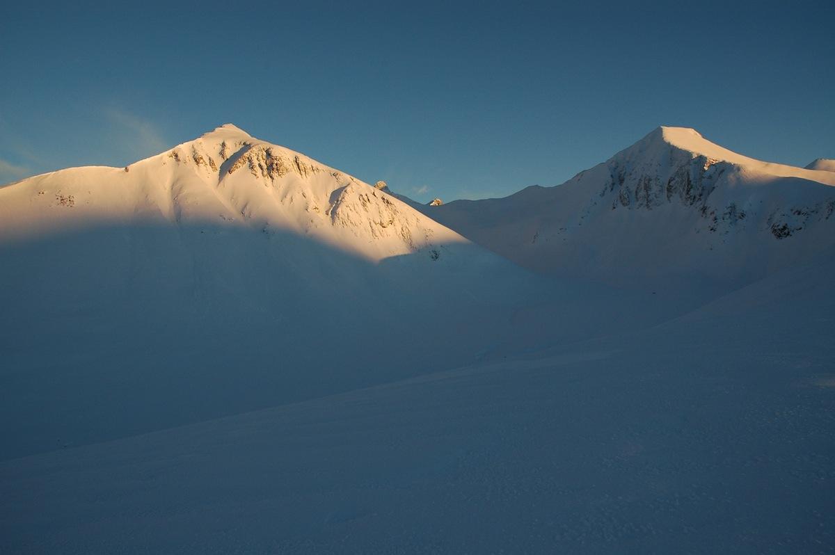 KLASSIKERE: Profilen til Søre Klauva og Kirketaket, to av de tre fjellene som skal bestiges under Romsdal Rando. Foto: Knut Inge Orset