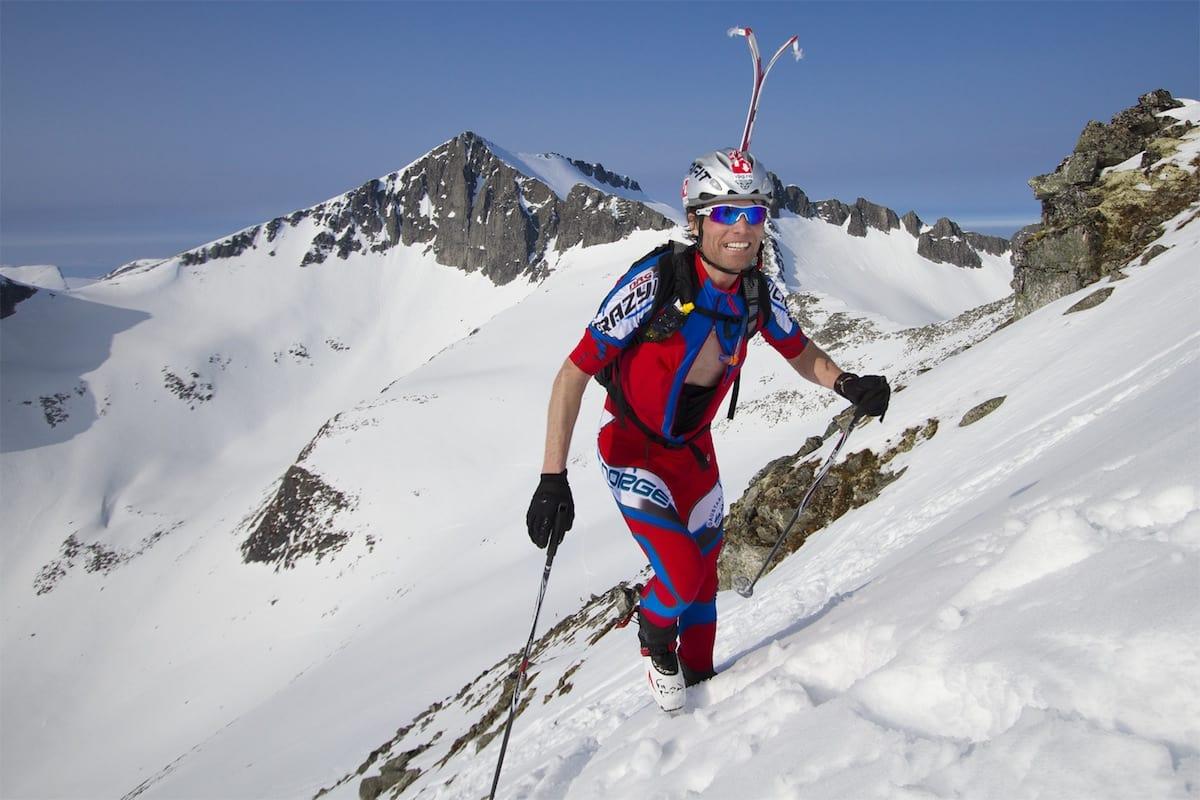 I TETEN: Ola Hovdenak på veg mot dagens siste topp, Kirketaket. Foto: Daniel Kvalvik