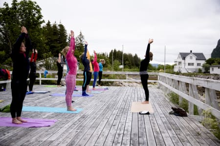 Aleta yoga sørger for en god start på dagen for spreke morgenfugler. Foto: Line Hårklau