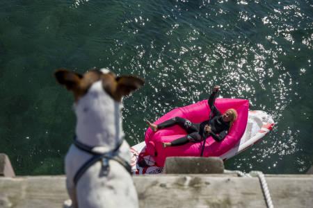 Kari Schibevaag vet hvordan man slapper av på SUP-brettet. Foto: Line Hårklau