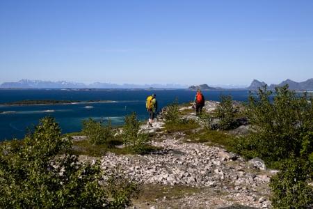 Utsikt fra Nordskot med Lofotveggen i det fjerne. Foto: Line Hårklau