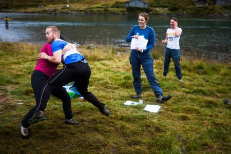 Tøffe tak i multisportkonkurransen lørdag. Foto: Eivind Haugstad Kleiven