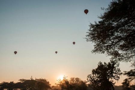 Står du tidlig opp og sykler ut i før det lysner kan du se de populære luftballongene snike seg over himmelen.