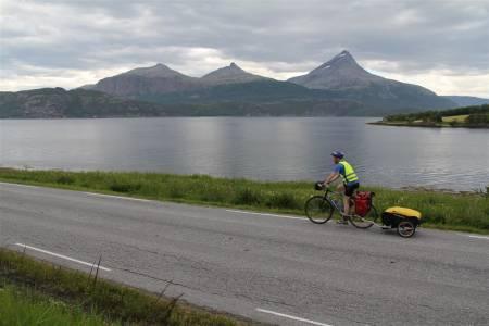 Lang sykkeltur: Lars Erik Sira filosoferer rundt det å sykle langt og hvordan unngå skuffelser. Foto: Lars Erik Sira