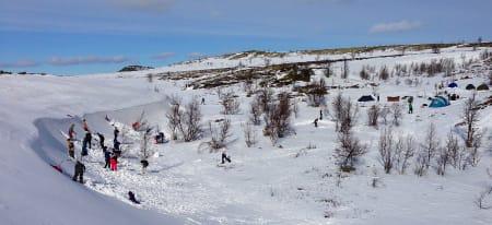 Perfekt sted å lage snøhuler for hardhausen-kandidatene fra Melvold Ungdomsskole.
