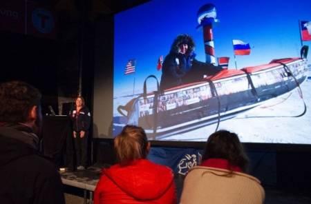 Astrid Furholt forteller om Sydpolen-turen under Fjellfilmfestivalen i 2018. Foto: Fjellfilm