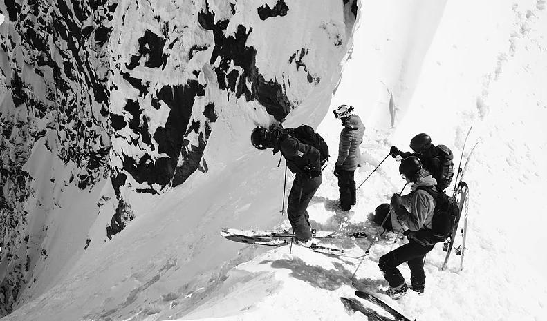 UT I DET: Denne situasjonen burde være helt normal. En jente og tre gutter på tur sammen i Hurrungane. Foto: Torfinn Weydahl
