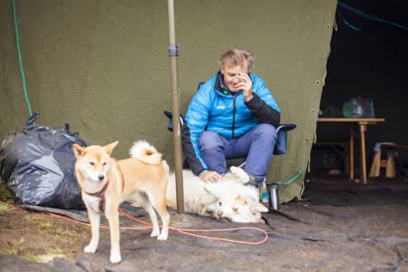 Campstemning for to- og firbeinte. Foto: Marte Stensland Jørgensen