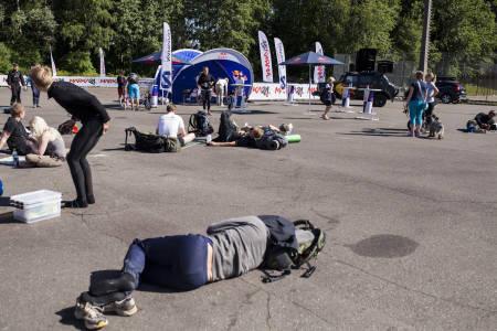 Rundt Sognsvann søndag 14. juni var det ikke vanskelig å peke ut hvem som hadde vært med på Marka24 og ikke. Foto: Marte Stensland Jørgensen