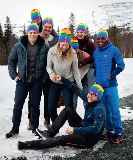 FARGERIKT: Den nye singellua fra DNT kan bli en trend i fjellet nå som Pride nærmer seg. Foto: DNT