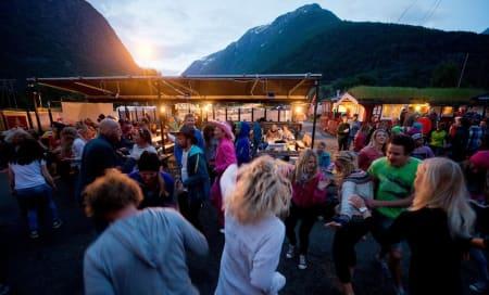 FY FOLVEN: En av sommerens store festivalhøydepunkter er Strynefestivalen. I år arrangeres festivalen på Stryn fra 11. – 14. juni. Bilde: Vegard Breie