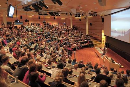 SKREDKVELD: Skredkveldene samler flere hundre personer flere steder i landet. Foto: Espen Nordahl