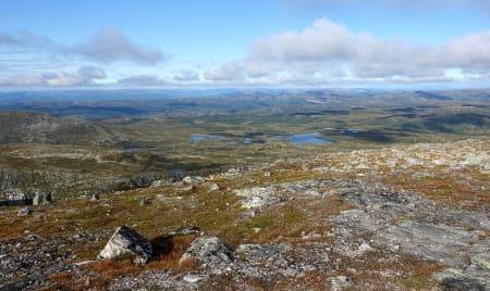 FRITT FOR INNGREP: Å finne urørt natur er ikke noe vi kan ta for gitt framover. Her fra Norefjell og utsikt fra Gråfjell. Foto: Sandra L. Wangberg