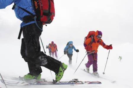 HALVERER TINDEVEGLEDERKVALIFISERINGEN: Fra høsten 2019 kan du ta skidelen av Nortinds tindeveglederkvalifisering – det er omtrent halvparten – og bli skifører. Arkivfoto: Tore Meirik