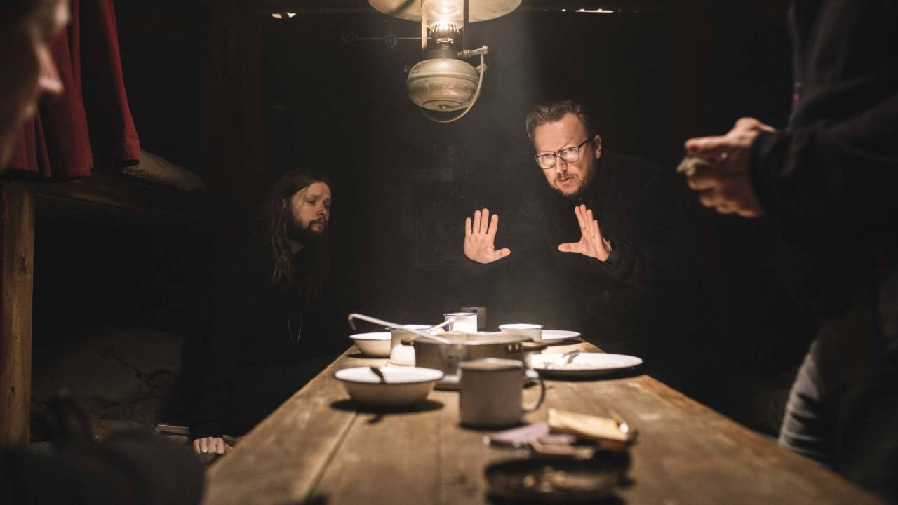MENNENE BAK POLARHELTEN: Her er Pål Ulvik (fotograf) og Espen Sandberg (t.h) på settet under innspillingen av Amundsen-filmen, som kommer på norske kinoer i februar. Foto: Eirik Evjen/Motion BlurFilms AS