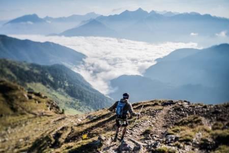 ULTRA SKYRACE: Det var i dette området i Dolomittene at den norske kvinnen ble truffet av lynet. Terrengløpet starter og slutter i byen Bolzano.Foto: Südtirol Ultra Sky Race