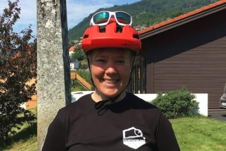 STISYKLING I SOGN: Rikke Wesvig driver guideselskapet Westguide og er en av ildsjelene bak den nye norske sertifiseringsordningen for terrengsykkelguider, mener det er nok av områder å ta av for de kommersielle guidene.