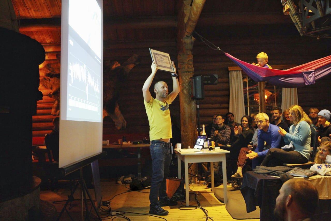 Prisen Årets eventyrer gikk til Tormod Granheim. Her fra overleveringen av prisen på Ekspedisjonsfestivalen på Kobberhaughytta. Foto: Anne Aschehoug Loftu