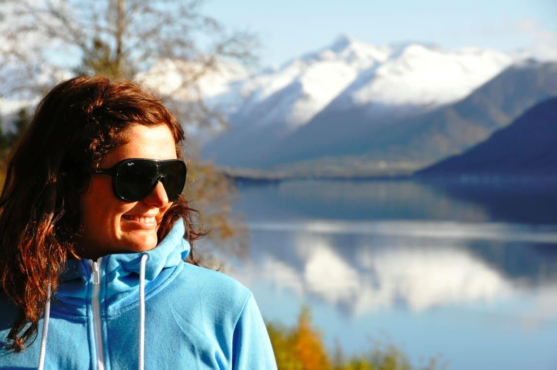 I BRESJEN: Ida Siem hos Romsdal Lodge oppfordrer fjellmiljøet til å lodde ut noen gullkorn med turopplevelser til inntekt for tv-aksjonen, som i år har vann som tema. Foto: Romsdal Lodge