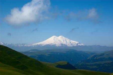 Elbrus i sommerkostyme. Foto: Konstantin Malanchev