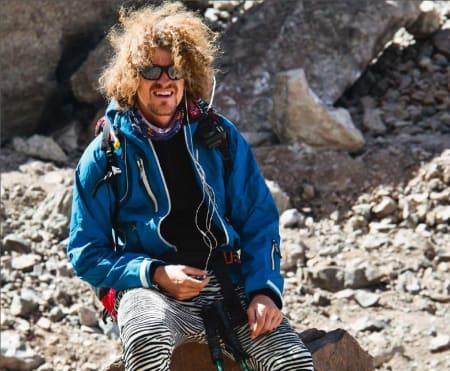 Det er kontrastene som trigger turlysten hos Aleksander Gamme. Her som guide og stilikon for ny fjellmote på Aconcagua. Foto: Atle Granheim