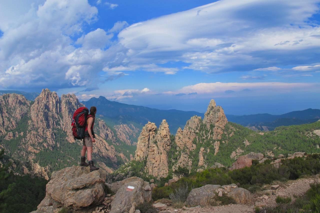 Tinder og bandidas: Jeg har alt jeg trenger: godt selskap, fine fjell, mat og et påstartet eventyr. Foto. Madeleine Hanssen