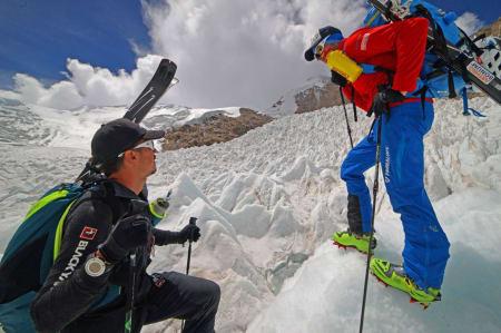 BEGYNTE BRA: Under akklimatiseringen var været fint, men da gutta skulle prøve å nå toppen av Shisha Pangma ble de stoppet av store mengder snø. Foto: Dynafit