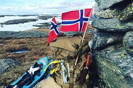 TIL FJELLS: 1. mai og til fjells, skriver @kjellandersvikan. Det er slettes ingen dårlig kombinasjon, mener vi i Utemagasinet. Foto: @kjellandersvikan.
