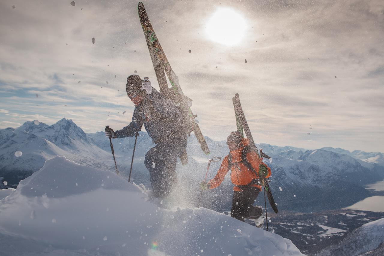 I Romsdalen er det mange som lever av tur og utelivet. I UTE 84 kan du blant annet møte fjellguiden Halvor Hagen, som har dette fjellet som en av sine høye arbeidsplasser. Foto: Matti Bernitz