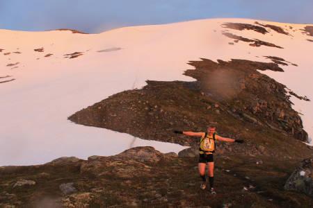 Hornindal rundt, 5. juli. Løpet er 75 km langt, har en total stigning på 5 600 meter og passer like godt for mosjonister som erfarne maraton- og ultraløpere. www.hornindalrundt.no FOTO: Hornindal rundt