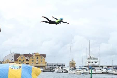 Våt Moro i Florø, 9.–  13. Juli. Alt som har med vannaktiviteter å gjøre, pluss litt til. www.vatmoro.no FOTO: Vår Moro