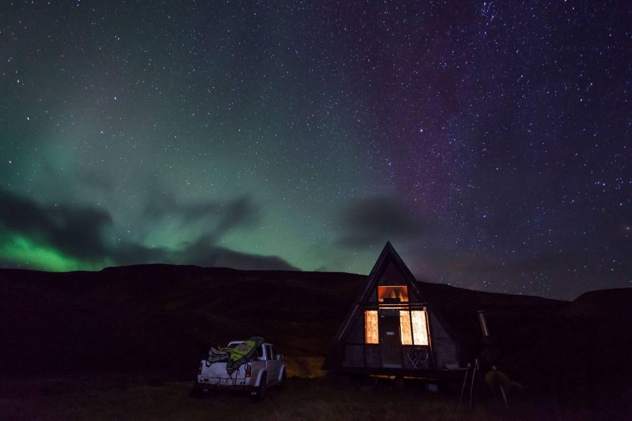 Sett av tid til høstens hyggeligste filmkveld. Bildet er fra filmen The Accord der surfere tester bølgene og muligheter på Island. Foto: Elli Thor Magnusson