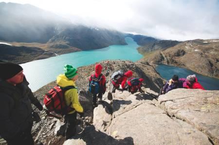 Turprogrammet har både tur over Beseggen i form av morgenjogg og i roligere variant. Foto: Peder Aaserud Eikeland