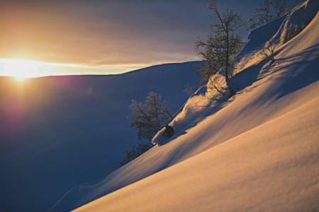 Fra nordsida av Nonsholten i Sogndalsdalen, hentet fra boka Toppturar i Sogn. Foto: Hans Kristian Krogh-Hanssen