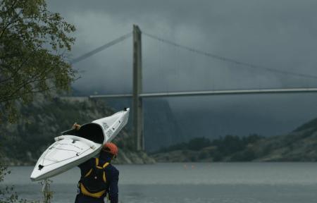 Turen starter med kajakkpadling inn Lysefjorden! Foto: Marius Strøm