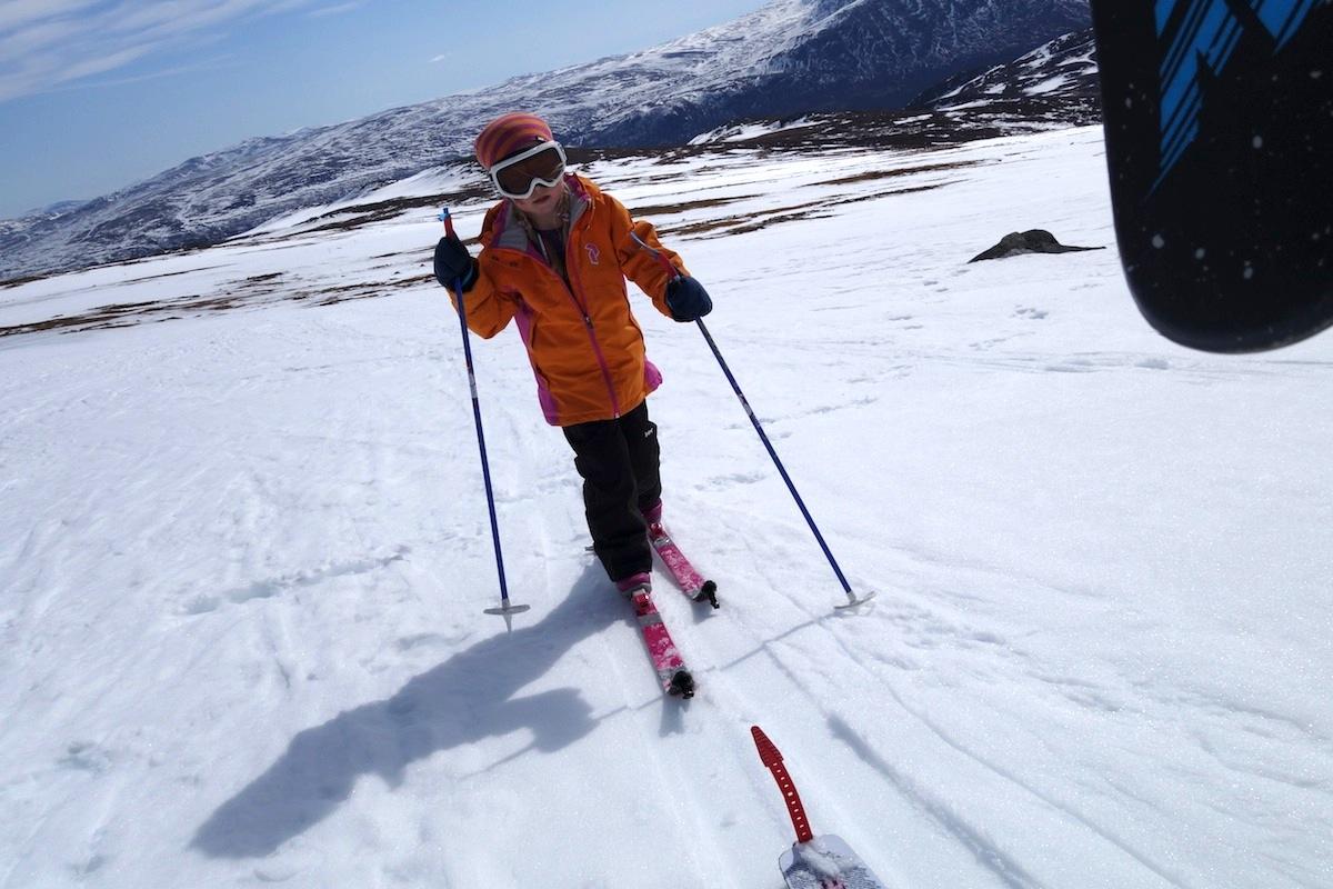 I SIGET: Aurora har vent seg til feller under skiene og har god framdrift i påskesnøen.