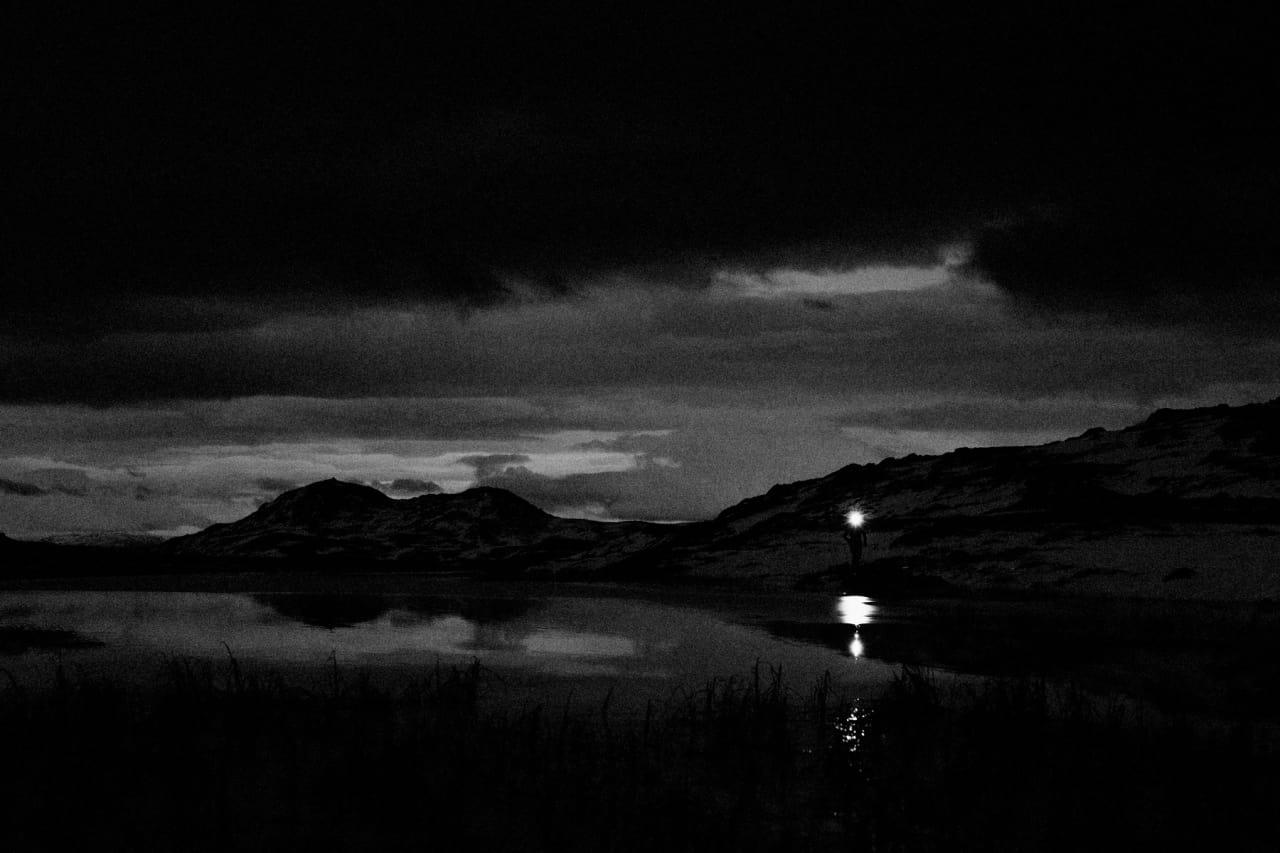 LYS I MØRKET: Senhøst møter tidlig vinter. Foto: Kristoffer H. Kippernes