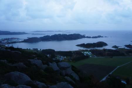 Tross skyene kan du se langt fra Duefjellet