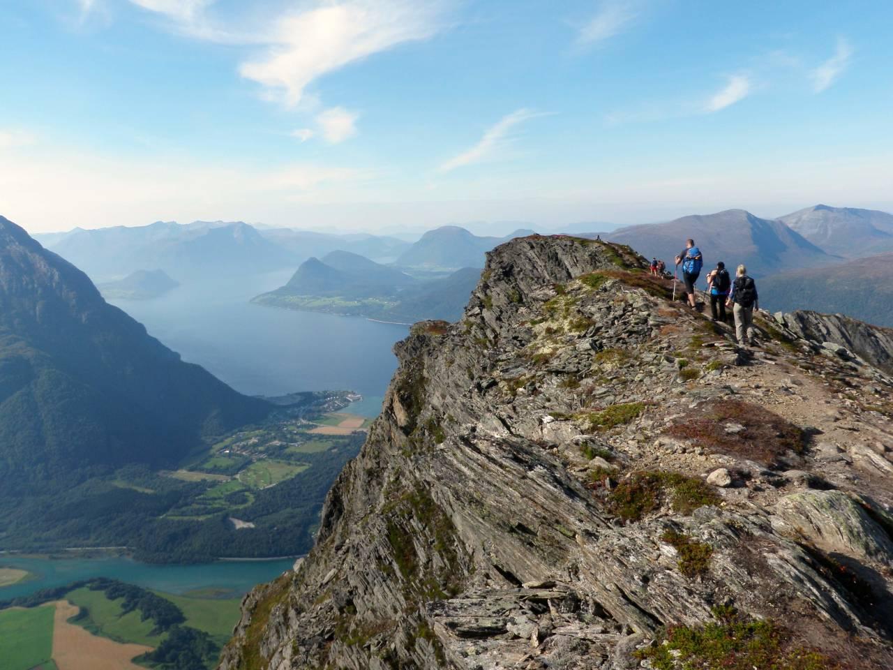 Romsdalseggen gir deg høydefølelse og fin sti.