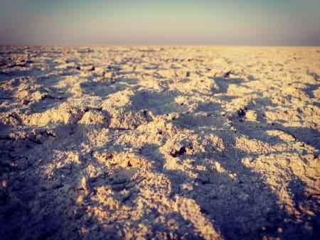 DEN FØLELSEN: The Makgadikgadi Pan erMakgadikgadi er en uttørket innsjø som fantes i Kalahariørkenen i Botswana. Da jeg kom til der saltsletta starter, der gresset forsvinner, og det er bare hvitt og flatt foran deg, hadde jeg bare to slurker med vann igjen. Foto: Teresie Hommersand