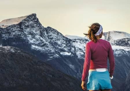 Emeilie Forsberg bor og trener i Romsdalen, og er bokaktuell med Sky Runner, om sitt forhold til løping som naturlig livsstil. Foto: Kilian Jornet